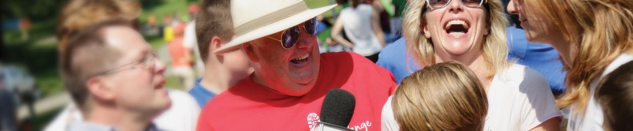 Jean Pagé témoignant de son expérience et soutenu par sa famille à la Marche du Courage PROCURE