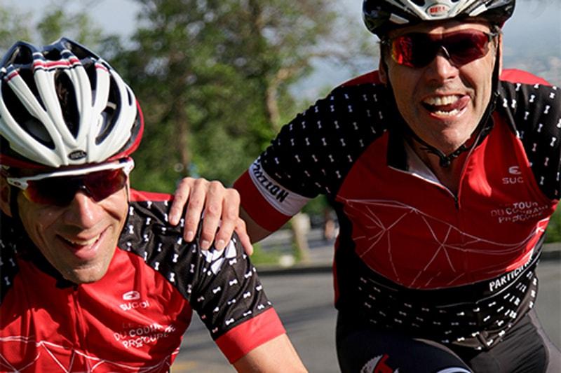 Deux cyclistes relevant leur défit au Tour du Courage PROCURE
