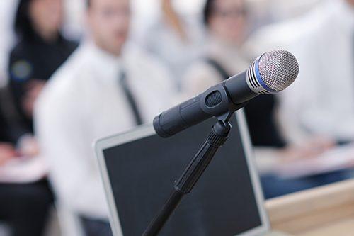 Audience attentive lors des conférence PROCURE sur le cancer de la prostate